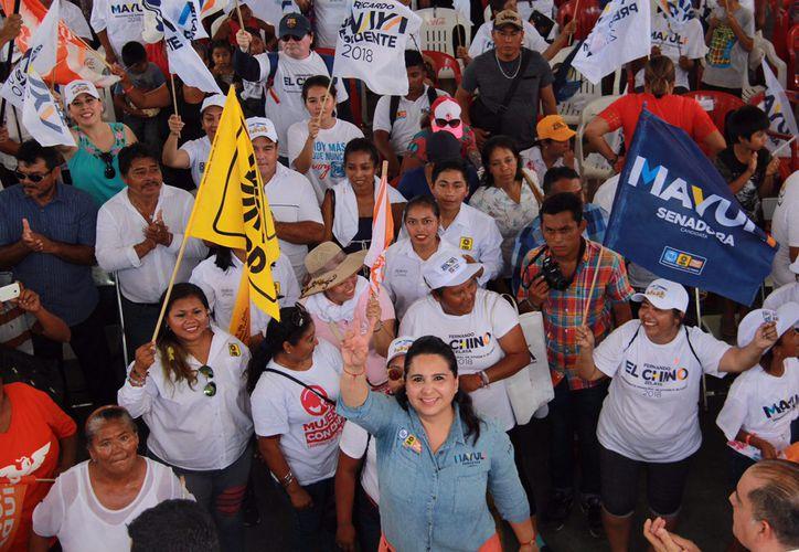 La candidata al Senado Mayuli Martinez realizó su primer cierre de campaña, en la comunidad de Javier Rojo Gómez. (Foto: Redacción)