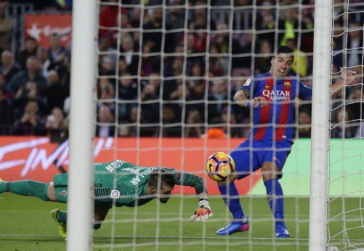 Aunque Barcelona ganó 6-1 a Sporting de Gijón, Luis Enrique anunció que la actual temporada es la última en la que dirige al Barcelona, club con el que hace un tiempo ganó la Liga de Campeones de Europa. (AP)