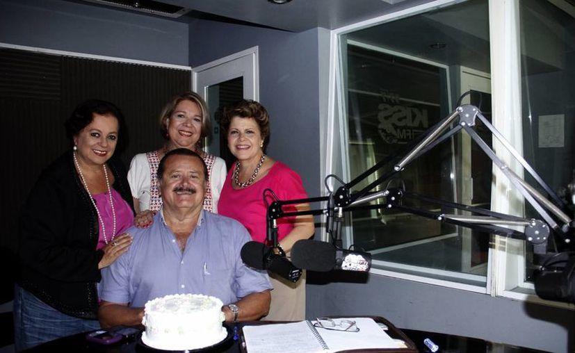 Los locutores de Salvemos una Vida, comprometidos a seguir adelante. (Juan Albornoz/SIPSE)