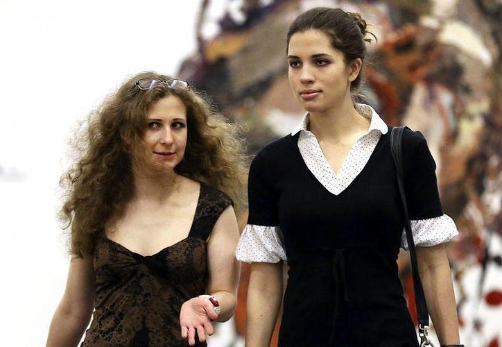 Las integrantes de Pussy Riot, Nadya Tolokonnikova and Masha Alyokhina, ahora no solo arremeten contra la violencia autoritaria en Rusia sino contra la policiaca que en Estados Unidos derivó en la muerte de unhombre negro. (nypost.com)