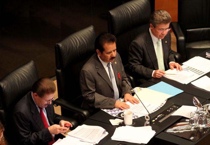 Senadores del PAN y PRD tacharon al PRI de 'intransigente'. (Notimex)