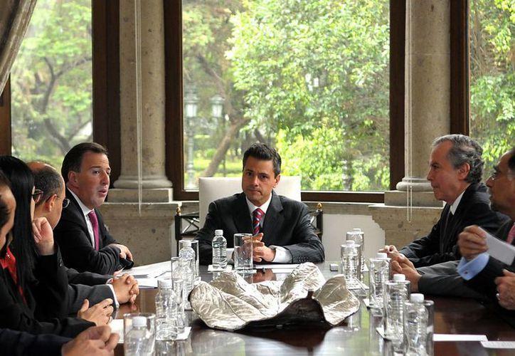 El mandatario dijo a los embajadores que representan una nación 'decidida a transformarse'. (Notimex)