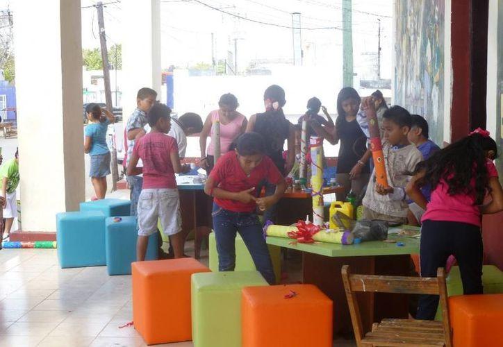"""Participaron alumnos de primaria en un taller denominado """"Palos de lluvia"""". (Raúl Balam/SIPSE)"""