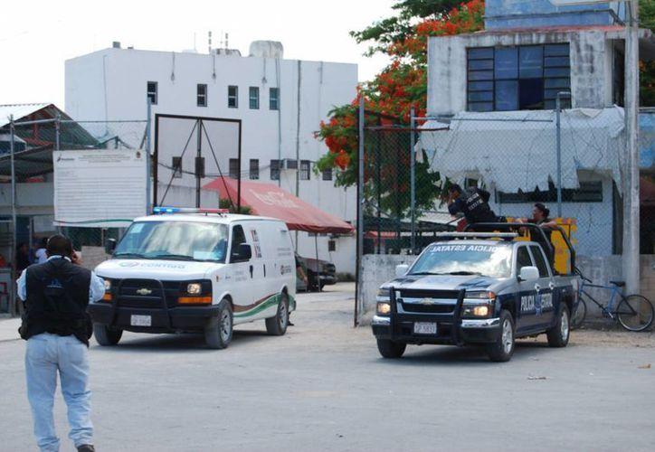 Duró cinco horas el cateo en la Cárcel de Cancún. (Tomás Álvarez/SIPSE)