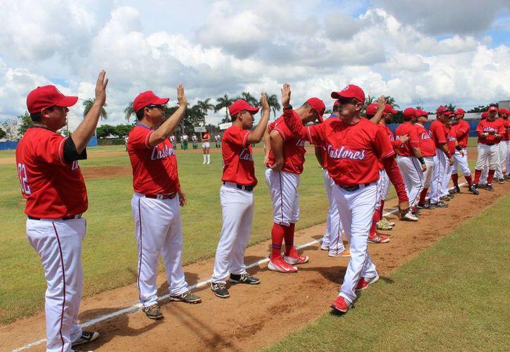 Imagen de los debutantes de la Liga 'Castores de Mérida', en el IV Campeonato del Circuito en el campo 'Lucky Seven', al norte de Mérida. (Milenio Novedades)