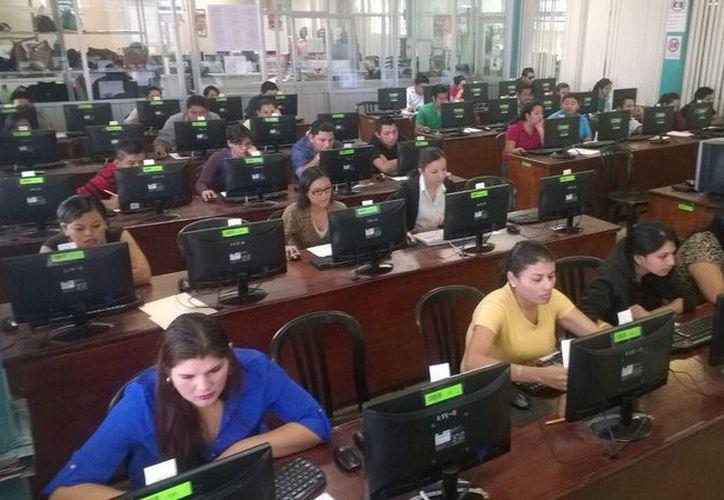 El sábado y domingo pasados acudieron 469 maestros de un total de 537 que se registraron en su momento. (Harold Alcocer/SIPSE)