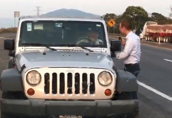 En el video, Anaya encara al conductor del vehículo que lo sigue. (Foto: Milenio)