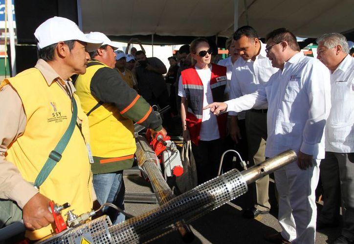 El gobernador Rolando presidió en Mérida el inicio del mega operativo de descacharrización para combatir al mosco transmisor del dengue, zika y chikungunya. (Fotos: Milenio Novedades)