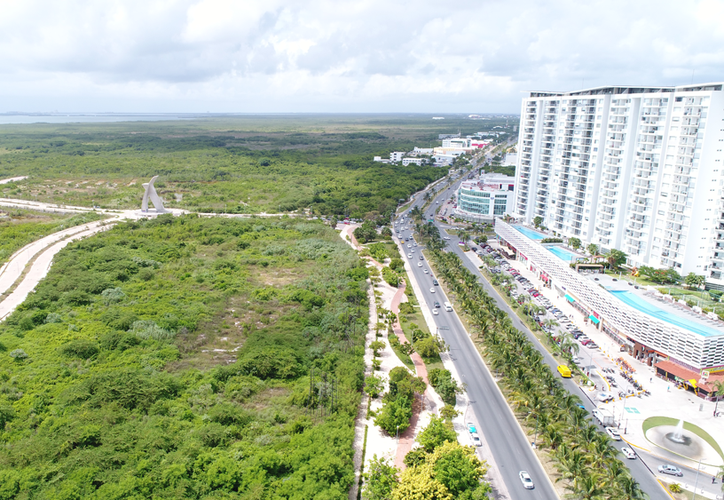 La zona que abarca el proyecto de Malecón Tajamar fue comercializada por el Fondo Nacional de Fomento al Turismo por un monto de mil 997 millones de pesos, aunque su desarrollo ha estado frenado desde hace algunos años. (Israel Leal)