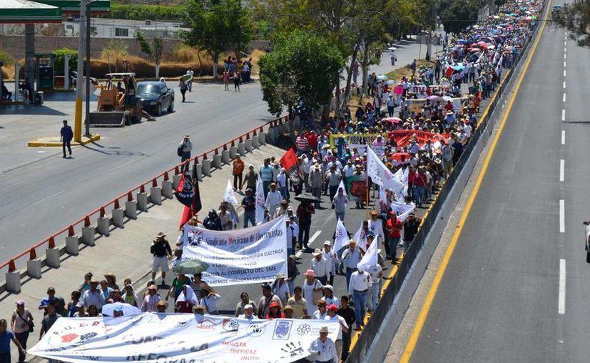 """Aguirre afirma que maestros disidentes """"han emprendido una campaña para distorsionar el espíritu de la reforma educativa federal"""". (Notimex)"""