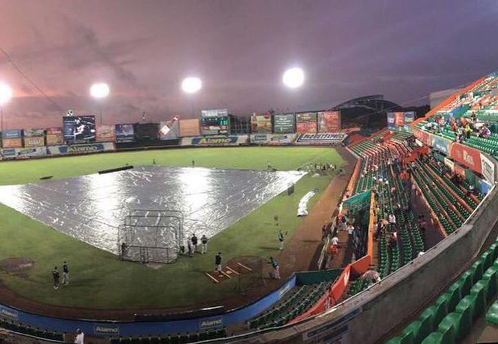 Como la lluvia obligó este viernes a la suspensión del duelo entre Saltillo y Leones, en casa de los melenudos. (Marco Moreno/Milenio Novedades)