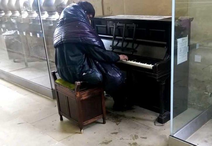 En 2015, un joven vagabundo de 26 años llamado Alan Donaldson fue descubierto como un virtuoso del piano. (Captura de pantalla)