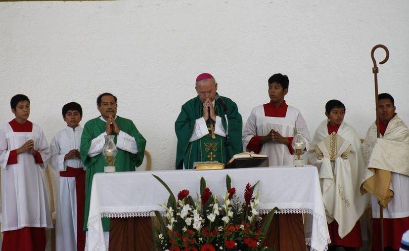 Monseñor Pedro Pablo Elizondo Cárdenas durante la misa de ayer. (Jesús Tijerina/SIPSE)
