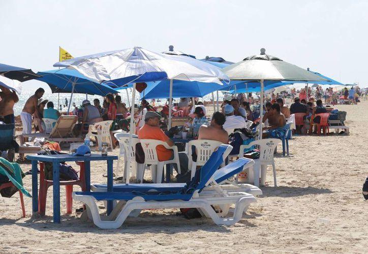 El lleno en los arenales benefició a los prestadores de servicio. (Luis Soto/SIPSE)