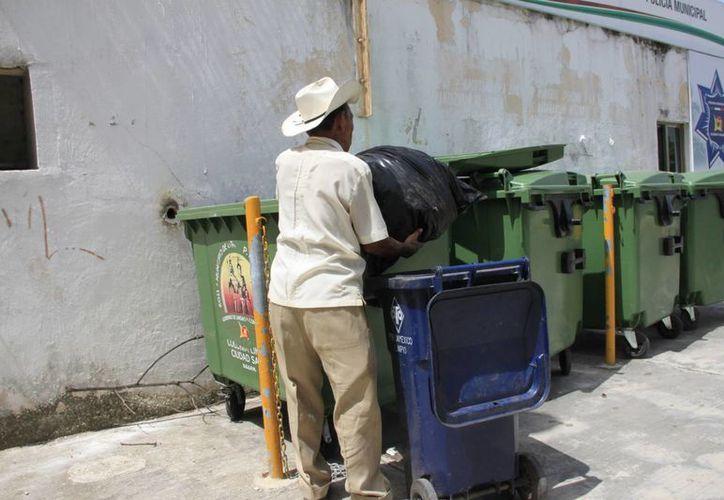 Cuatro de cada 10 familias separan su basura como corresponde, el resto lo hace por la desidia o falta de cultura. (Harold Alcocer/SIPSE)