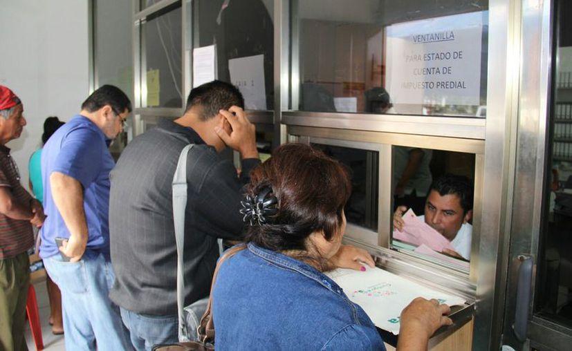 Llaman a los ciudadanos a ponerse al corriente con el pago del impuesto. (Foto: Javier Ortiz)