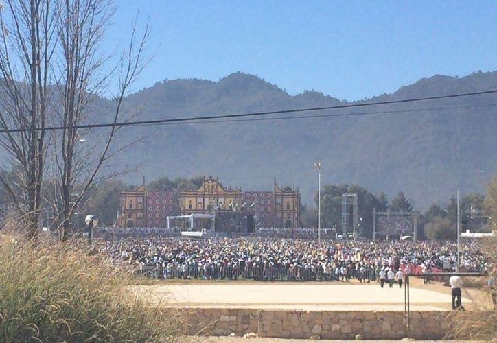 Miles de personas asisten al Centro Deportivo Municipal. (Luis Soto/SIPSE)
