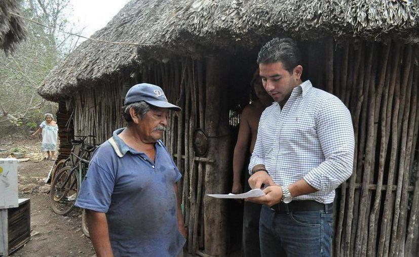 """Estamos trabajando por un Yucatán en el que todos podamos tener acceso a los programas del Gobierno y podamos ser beneficiados"""", dijo Javier Osante. (Cortesía)"""