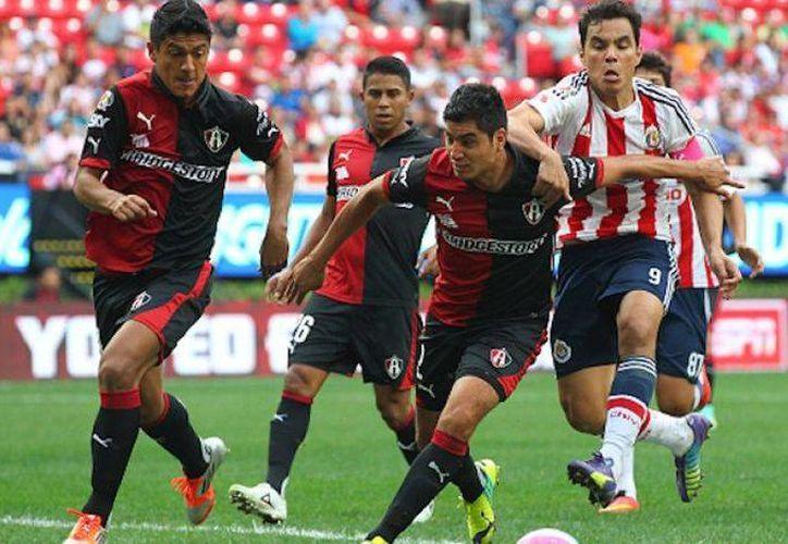 Chivas y Zorros chocan este domingo en punto de las 17:00 horas en una edición más del Clásico Tapatío. (Archivo Mexsport)