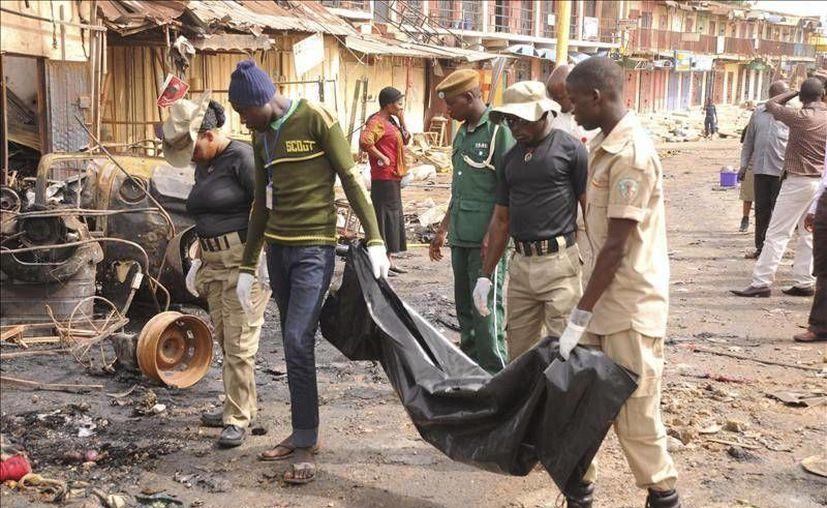 Al menos ocho muertos fue el saldo de un ataque  terrorista en un mercado en  el noreste de Nigeria. Una supuesta integrante del grupo extremista Boko Haram se habría hecho pasar por una vendedora de fruta para ingresar al mercado sin generar sospechas, según testigos. (EFE/Archivo)