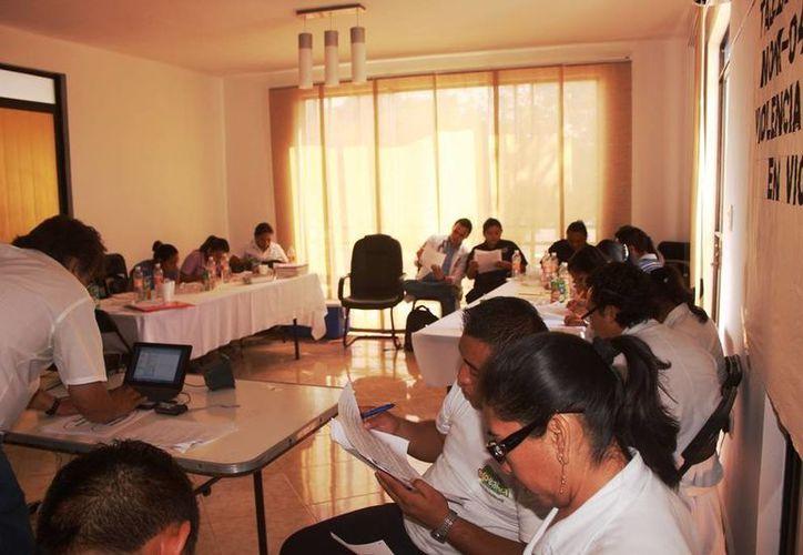 El personal del DIF organizó un taller de capacitación. (Raúl Balam/SIPSE)