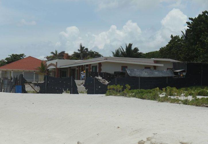 Dos construcciones ubicadas en la zona de playas fueron demolidas el año pasado como consecuencia de la erosión de las playas y el efecto del mar en sus estructuras.  (Carlos Calzado/SIPSE)