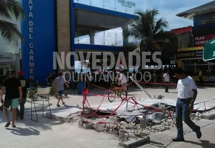 Fue la madrugada del sábado cuando se realizó el levantamiento de los escombros de la estructura de Barcos del Caribe. (Daniel Pacheco/SIPSE)