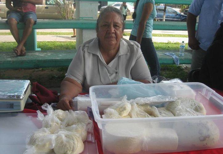Rafaela Romero Galicia elabora quesos desde hace 15 años. (Javier Ortiz/SIPSE)