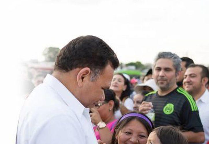 Con el programa 'Vivan los niños' se refuerza la convivencia familiar, aseguró el gobernador Rolando Zapata Bello. (Milenio Novedades)
