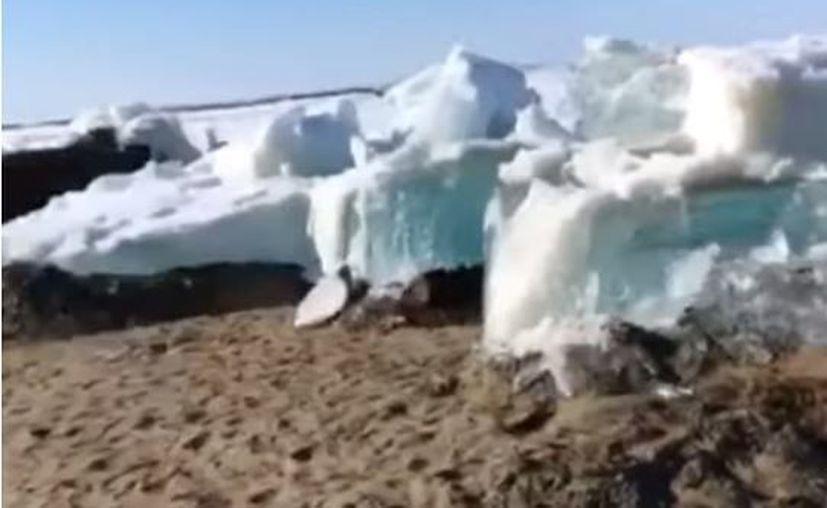 El hielo se está quebrando y el río fluye de nuevo. (Captura de Pantalla)