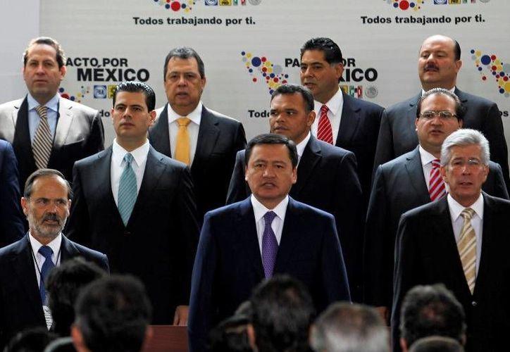 Zapata Bello asistió ayer a la ceremonia de firma y promulgación de la Reforma Constitucional en Materia de Telecomunicaciones, encabezada por el presidente Enrique Peña Nieto. (Cortesía)