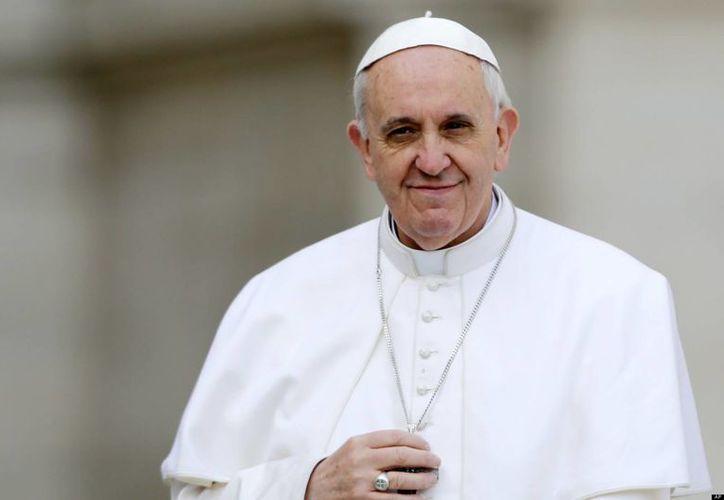 """El papa Francisco afirmó que la curia no debe ser """"una pesada aduana burocrática, controladora e inquisidora"""". (Agencias)"""