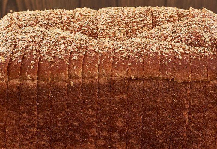Además de ser bajo en grasa, el pan contiene vitaminas y minerales y facilita la digestión. (dourbano.mx)