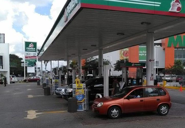 Con la liberación anticipada, SHCP busca generar competencia en el mercado, que hasta ahora ha estado en manos de Pemex, que produce e importa las gasolinas que se consumen en México. Imagen de contexto de una gasolinera en Mérida, Yuc. (Foto: Sipse.com)