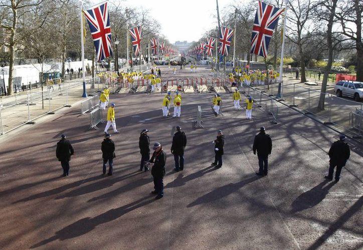 La Policía vigila hoy el recorrido del maratón de Londres. (EFE)