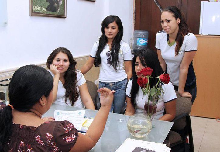En la Expo Alternativa Joven los participantes tendrán la oportunidad de conocer ofertas de empleo y de superación académica. (SIPSE/Archivo)