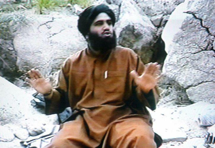 Fotografía sin fecha tomada de un video y provista por la oficina del Departamento de Justicia de Estados Unidos para el distrito sur de Nueva York, en la que aparece el acusado Suliman Abu Ghaith, en algún sitio en Afganistán. (Agencias)