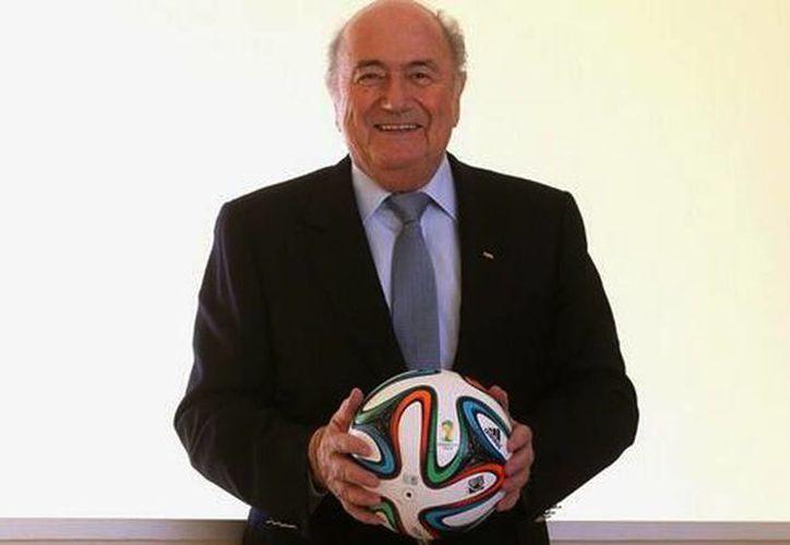 Joseph Blatter aterrizó este domingo en el aeropuerto de Sao Paulo, ciudad donde se llevará a cabo la inauguración del torneo y se trasladará a Brasilia para reunirse con la presidenta Dilma Rousseff. (@SeppBlatter)