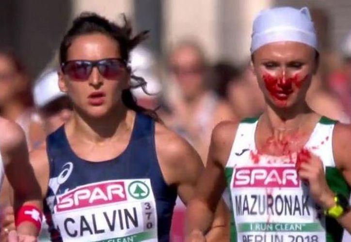 Los usuarios de han elogiado a la corredora por su determinación. (Internet)