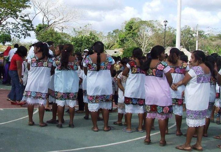 El 10 por ciento de la población total de Tulum es iletrada y se concentra en la zona maya. (Rossy López/SIPSE)