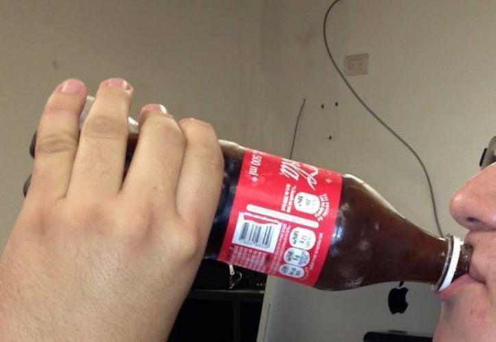 Las bebidas no alcohólicas deberán exhibir un etiquetado más claro y un sello de calidad nutricional. (Archivo/SIPSE)