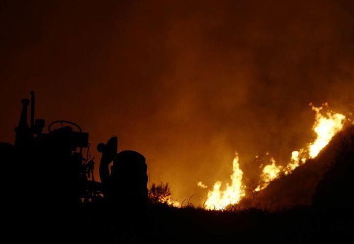 Se dio a conocer que tres bomberos fallecieron mientas acudían a combatir uno de los diversos incendios que se han registrado en pueblos del centro-norte del estado de Washington. (Agencias)