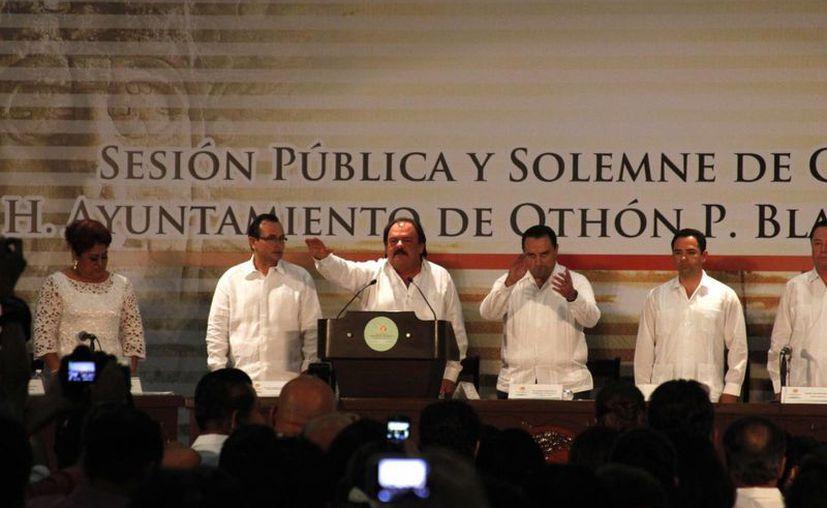 Al evento asistieron representantes de los poderes Ejecutivo, Legislativo y Judicial del estado. (Harold Alcocer/SIPSE)