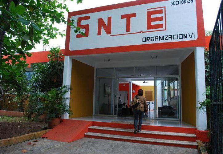 El secretario general del SNTE Sección XXV, dijo estar en una reunión en Guadalajara, Jalisco. (Tomás Álvarez/SIPSE)