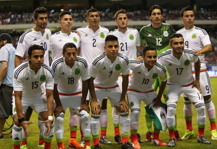 De la Selección Mexicana que jugará la Copa América de Chile destacan Jesús Corona y Rafael Márquez, por su amplia experiencia. En esta foto aparece el Tri que se enfrentó hace poco a Estados Unidos. (Notimex)