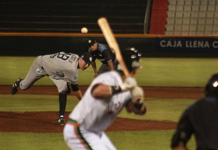 """Corey """"El Flow"""" Wimberly en la undécima entrada produjo la carrera con la que Leones de Yucatán venció 7-6 a Guerreros de Oaxaca para barrer la serie. (Milenio Novedades)"""