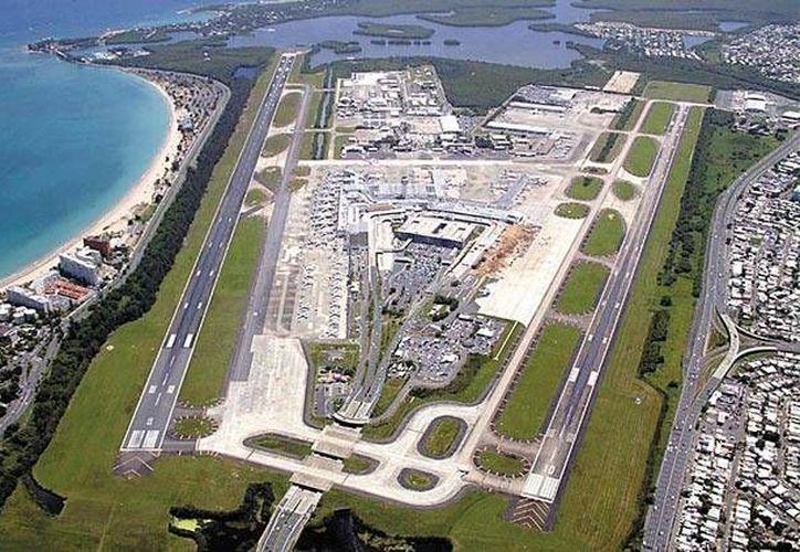 """Vista panorámica del aeropuerto """"Luis Muñoz Marín"""" de Puerto Rico. (www.batallante.blogspot.com)"""