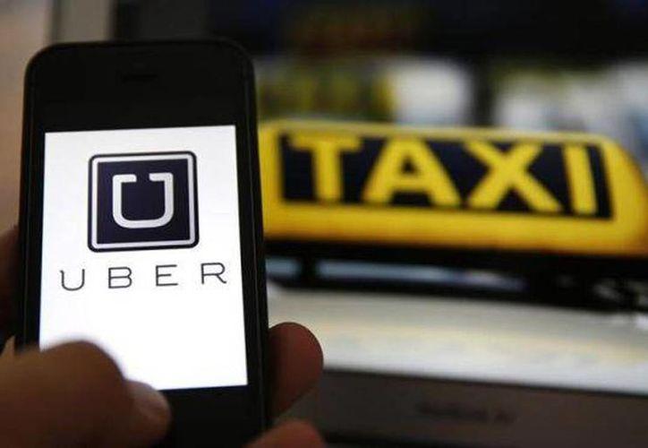 Uber aumentó drásticamente sus tarifas para cubrir la alta demanda por el programa Hoy No Circula. (Archivo/Agencias)