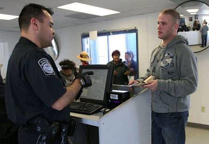 Los habitantes de Washington, sin importar su estatus legal, no estarían obligados a obtener la licencia mejorada. (Archivo/AP)