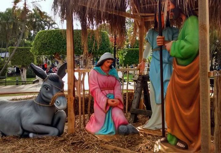 Con motivo de la Navidad, el Arzobispo de Yucatán, Gustavo Rodríguez Vega, envió un mensaje a la grey católica. La imagen, del nacimiento 'gigante' en la plaza Grande de Mérida, está utilizada sólo con fines ilustrativos. (Eduardo Vargas/SIPSE)
